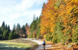 cycling tour in Plitvice Lakes area