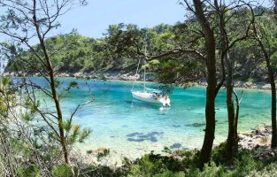 Dubrovnik Sailing Multisport | Beach stop | Raftrek Travel